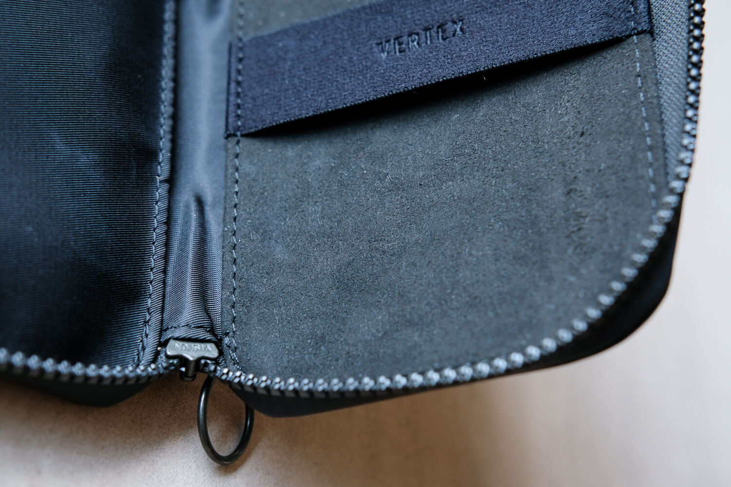 Vertex London Essentials Holder 内側素材